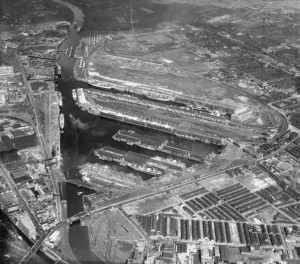 Aerial shot of Manchester Ship Canal taken by Aerofilms in 1947