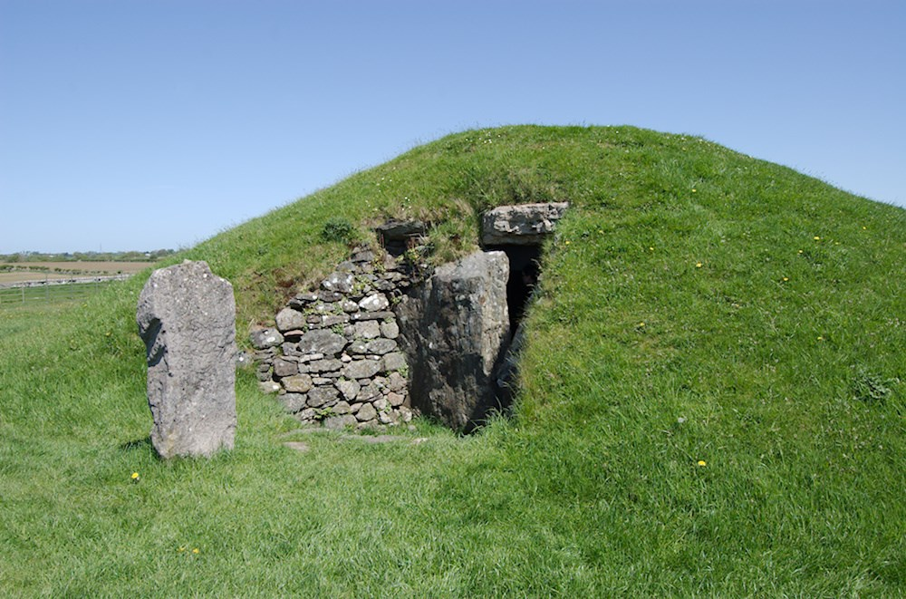 Photo of the Bryn Celli Ddu burial chamber
